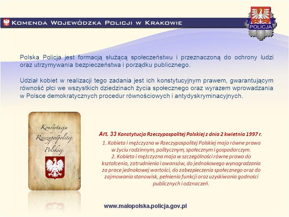 Kryteria przyjęć do służby w Policji: Zgodnie z ustawą o Policji, służbę w tej formacji (...) pełnić może obywatel polski o nieposzlakowanej opinii, który nie był skazany prawomocnym wyrokiem sądu za przestępstwo lub przestępstwo skarbowe, korzystający z pełni praw publicznych, posiadający co najmniej średnie wykształcenie oraz zdolność fizyczną i psychiczną do służby w formacjach uzbrojonych, podległych szczególnej dyscyplinie służbowej, której gotów jest się podporządkować, a także dający rękojmię zachowania tajemnicy stosownie do wymogów określonych w przepisach o ochronie informacji niejawnych .