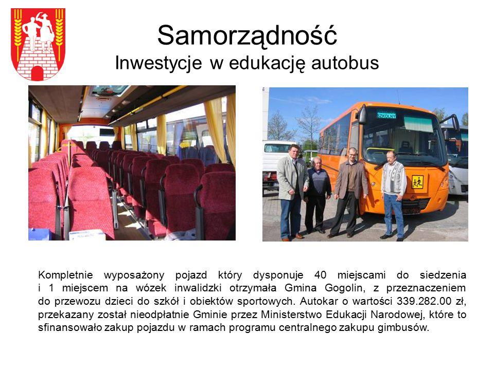 Samorządność Inwestycje w edukację autobus Kompletnie wyposażony pojazd który dysponuje 40 miejscami do siedzenia i 1 miejscem na wózek inwalidzki otrzymała Gmina Gogolin, z przeznaczeniem do przewozu dzieci do szkół i obiektów sportowych.
