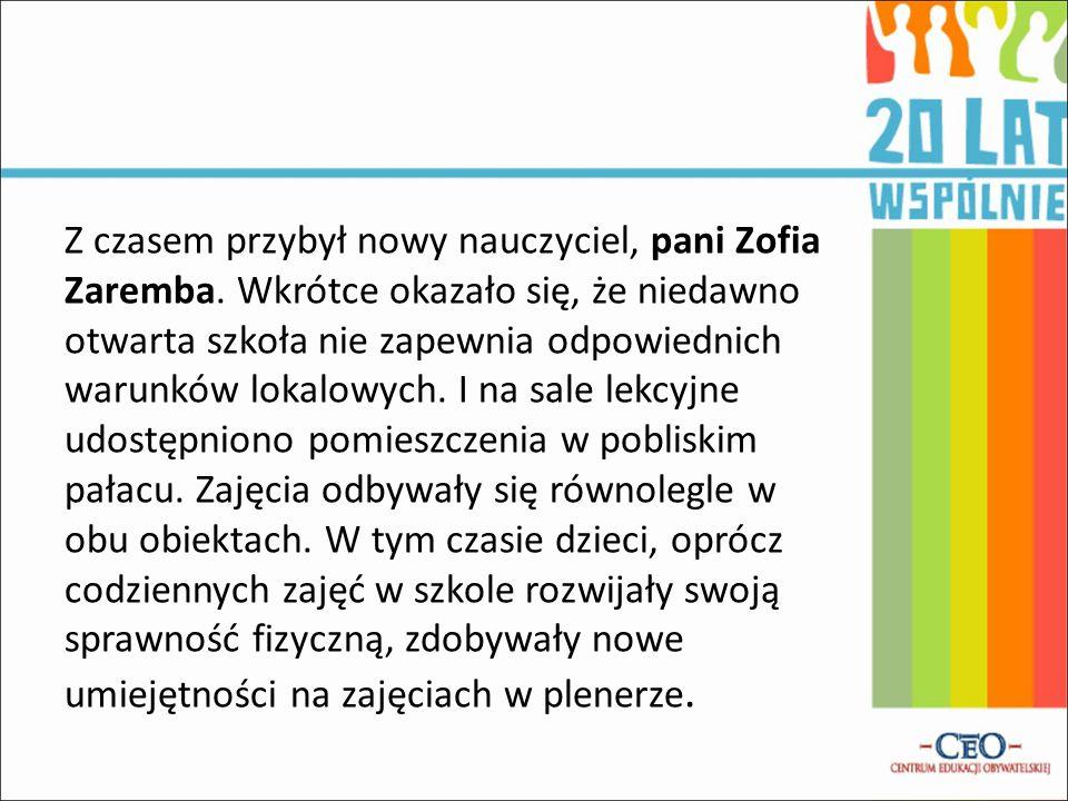 Z czasem przybył nowy nauczyciel, pani Zofia Zaremba. Wkrótce okazało się, że niedawno otwarta szkoła nie zapewnia odpowiednich warunków lokalowych. I