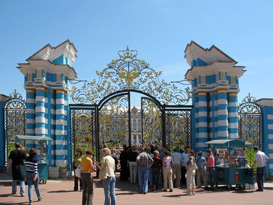 Царское Село Kompleks pałacowo-parkowy założony w XVIII wieku, rezydencja carów, ok. 25 km od Petersburga, na terenie miasta Puszkin.