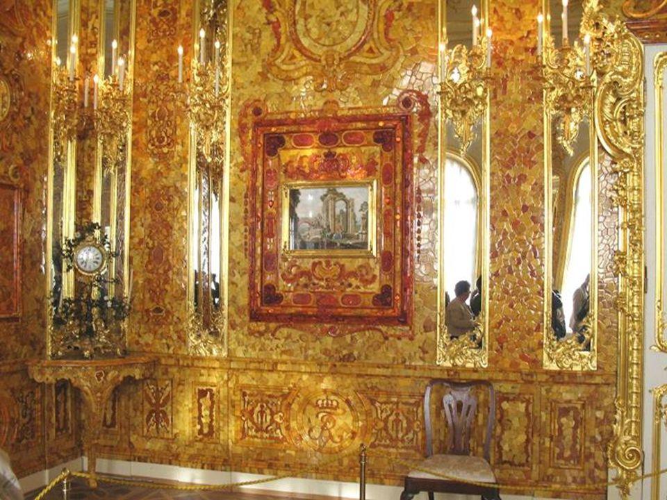 Bursztynowa Komnata to do dziś symbol wielkości rodziny Romanowów. W 1701 roku wielbiciel sztuki Fryderyk I Hohenzollern rozkazał stworzyć komnatę, w