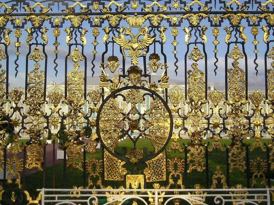 Sala Balowa o pow.około 900 m² powstała w latach 1752-1756 według projektu Rastrellego.
