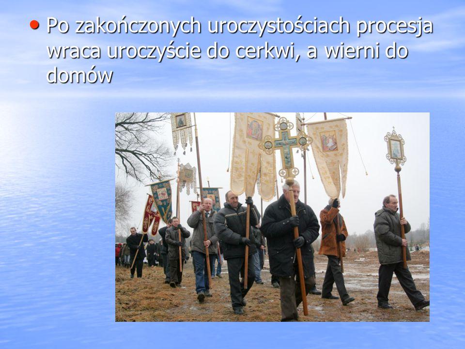 Po zakończonych uroczystościach procesja wraca uroczyście do cerkwi, a wierni do domów Po zakończonych uroczystościach procesja wraca uroczyście do ce
