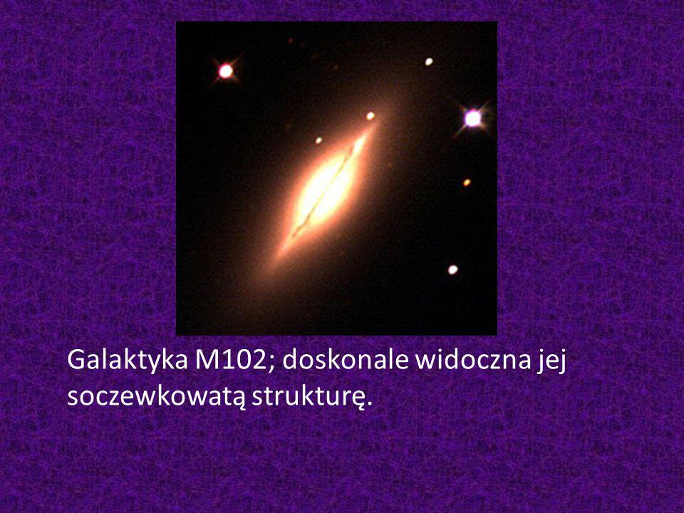 Galaktyka M102; doskonale widoczna jej soczewkowatą strukturę.