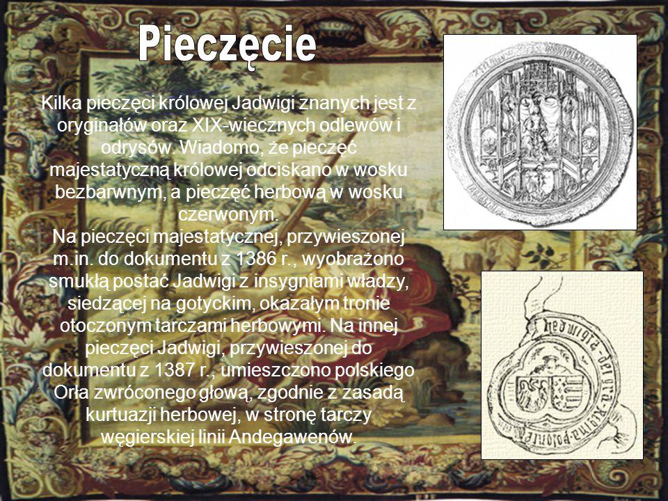 Kilka pieczęci królowej Jadwigi znanych jest z oryginałów oraz XIX-wiecznych odlewów i odrysów. Wiadomo, że pieczęć majestatyczną królowej odciskano w