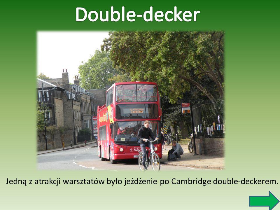 Jedną z atrakcji warsztatów było jeżdżenie po Cambridge double-deckerem.