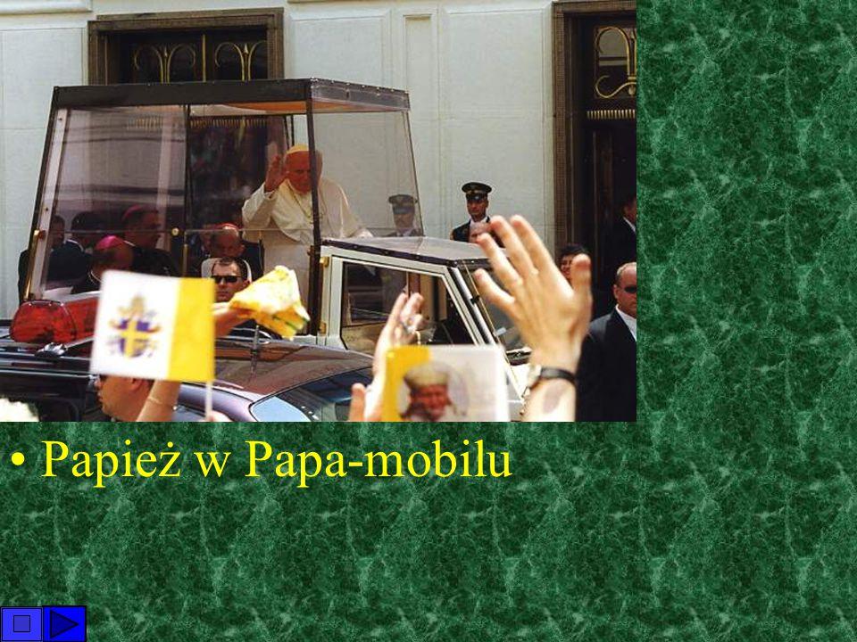 Papież w Papa-mobilu