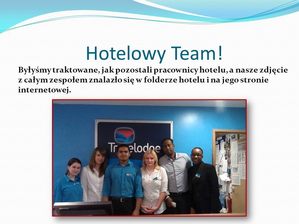 Hotelowy Team! Byłyśmy traktowane, jak pozostali pracownicy hotelu, a nasze zdjęcie z całym zespołem znalazło się w folderze hotelu i na jego stronie