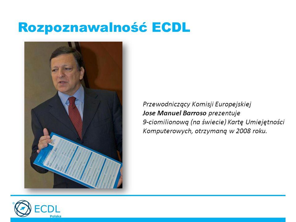 Rozpoznawalność ECDL Przewodniczący Komisji Europejskiej Jose Manuel Barroso prezentuje 9-ciomilionową (na świecie) Kartę Umiejętności Komputerowych, otrzymaną w 2008 roku.