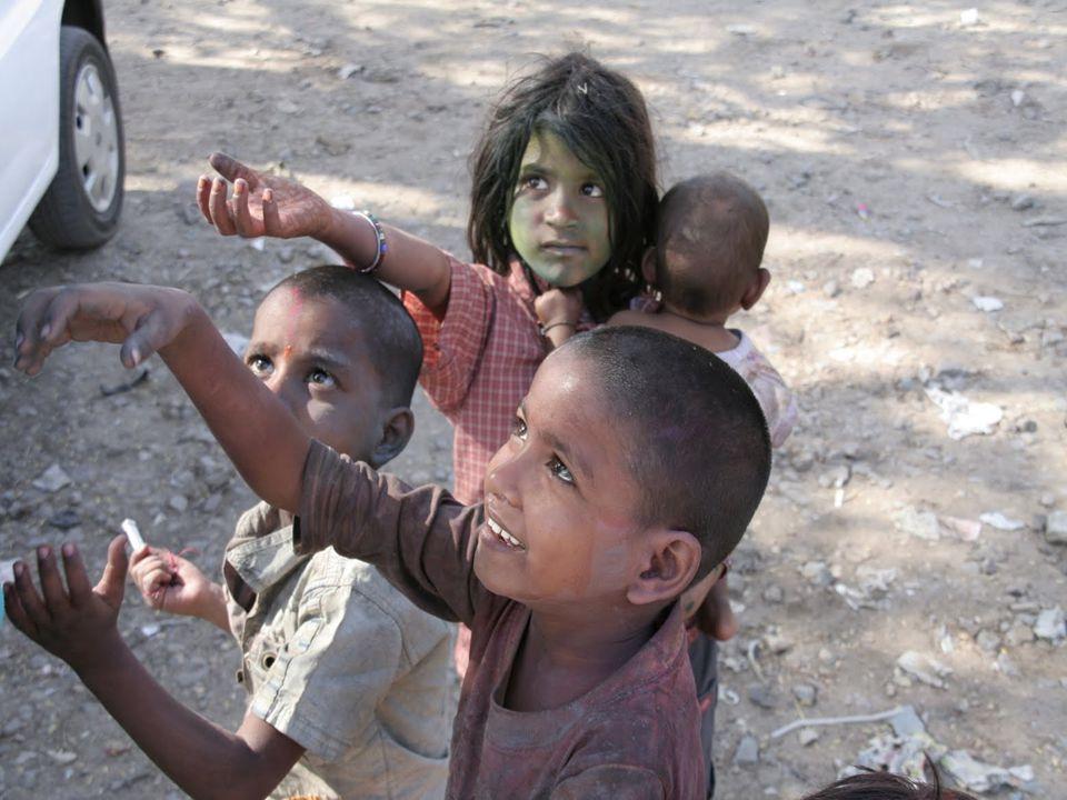 WNIOSKI W Indiach istnieją poważne zaniedbania w stworzeniu ludziom godnych warunków życia.