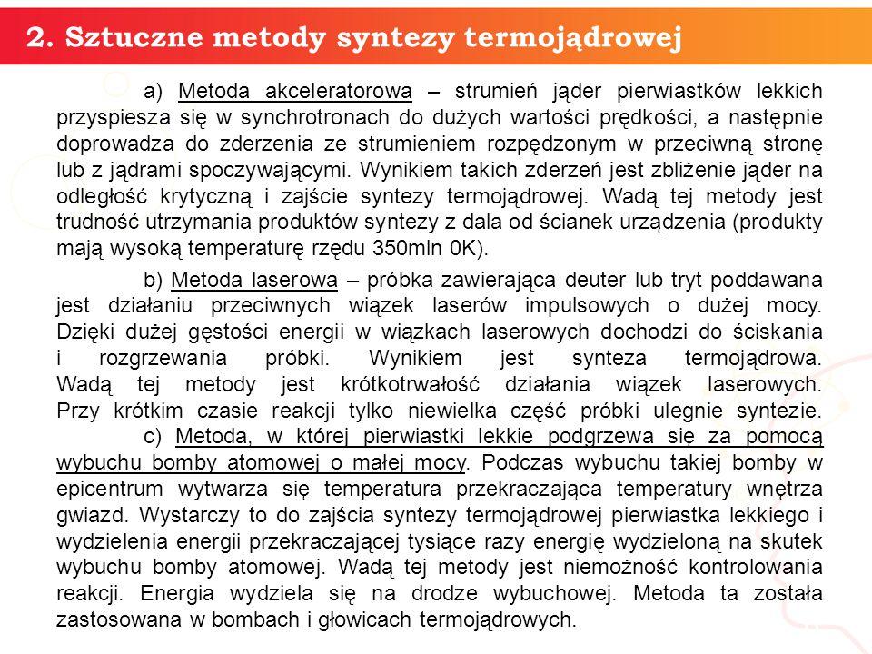 a) Metoda akceleratorowa – strumień jąder pierwiastków lekkich przyspiesza się w synchrotronach do dużych wartości prędkości, a następnie doprowadza do zderzenia ze strumieniem rozpędzonym w przeciwną stronę lub z jądrami spoczywającymi.