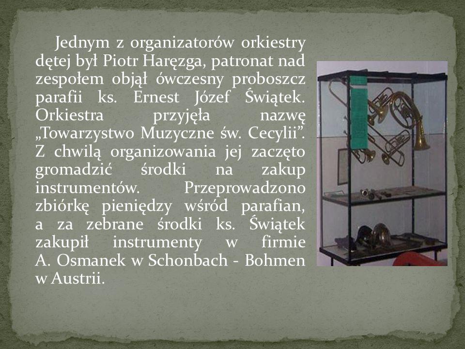 Jednym z organizatorów orkiestry dętej był Piotr Haręzga, patronat nad zespołem objął ówczesny proboszcz parafii ks. Ernest Józef Świątek. Orkiestra p