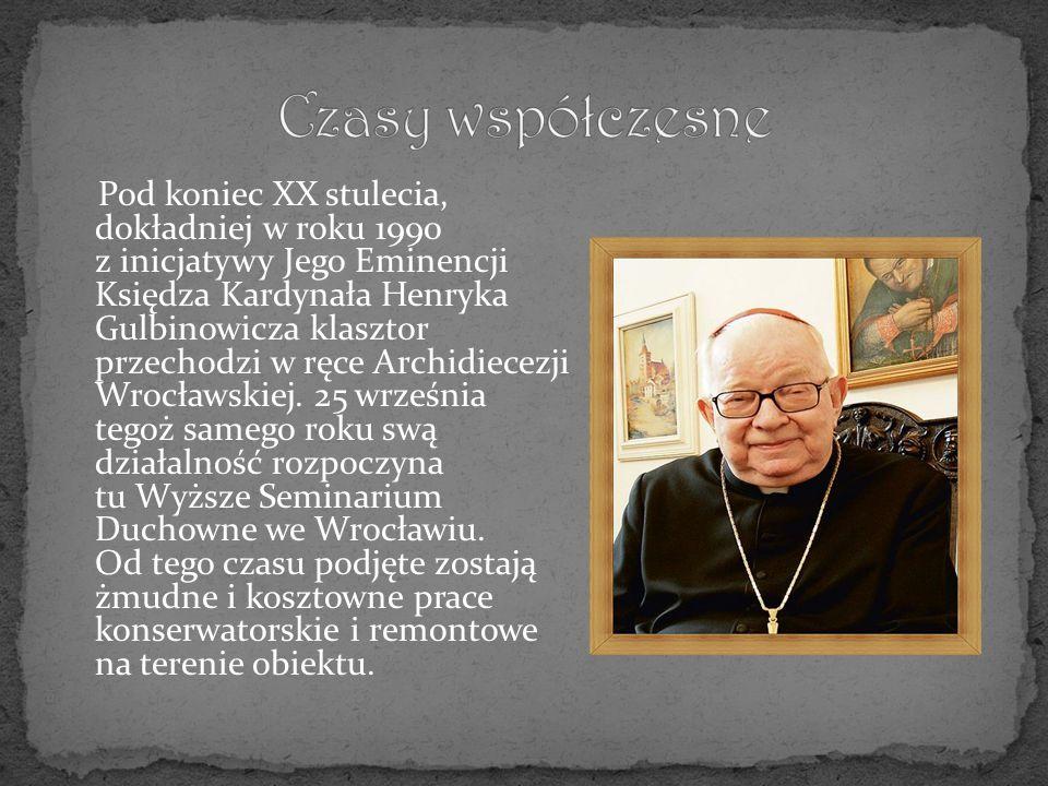 W 2000 roku zebrani na uroczystej Mszy Świętej w Henrykowie mogli zobaczyć obecnego papieża.