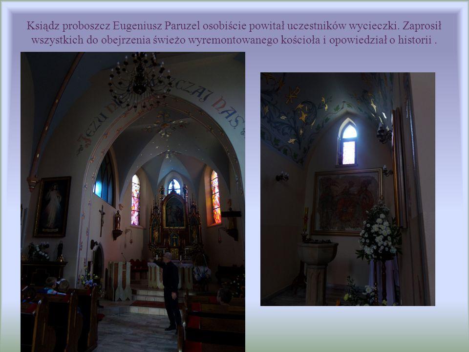 Ksiądz proboszcz Eugeniusz Paruzel osobiście powitał uczestników wycieczki. Zaprosił wszystkich do obejrzenia świeżo wyremontowanego kościoła i opowie