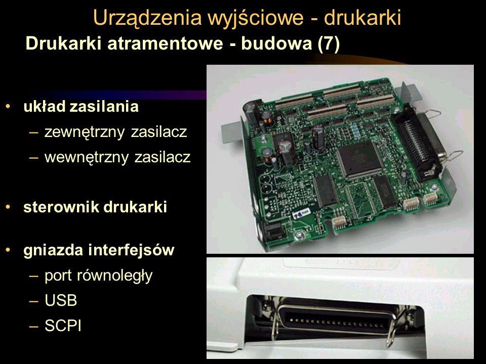 Urządzenia wyjściowe - drukarki Drukarki atramentowe - budowa (7) układ zasilania –zewnętrzny zasilacz –wewnętrzny zasilacz sterownik drukarki gniazda interfejsów –port równoległy –USB –SCPI