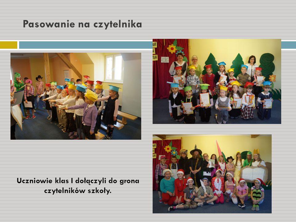 Pasowanie na czytelnika Uczniowie klas I dołączyli do grona czytelników szkoły.