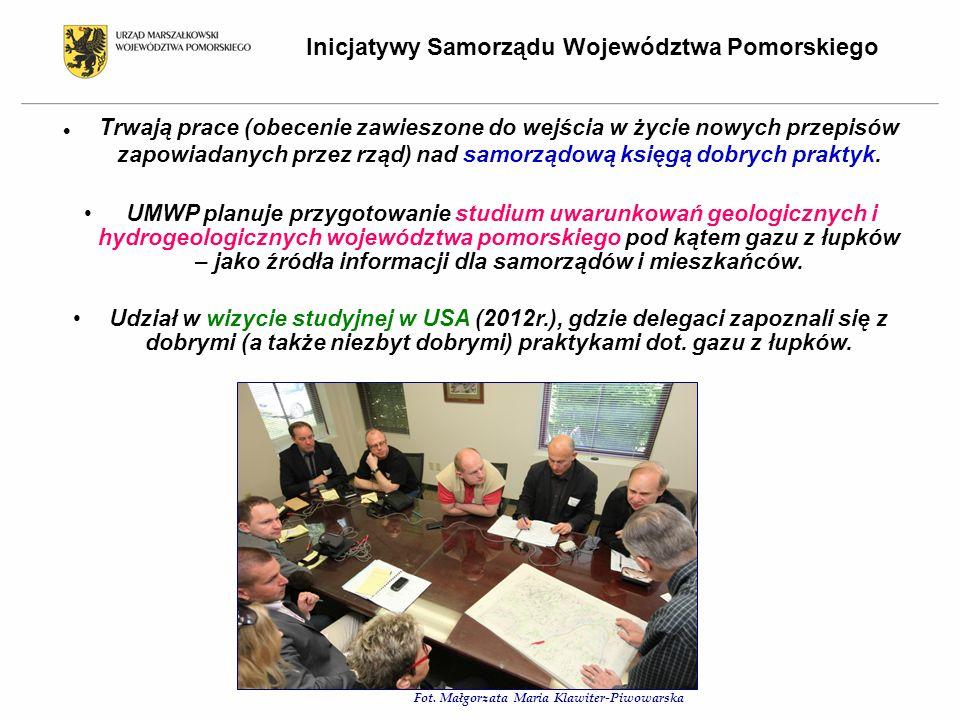 Trwają prace (obecenie zawieszone do wejścia w życie nowych przepisów zapowiadanych przez rząd) nad samorządową księgą dobrych praktyk.