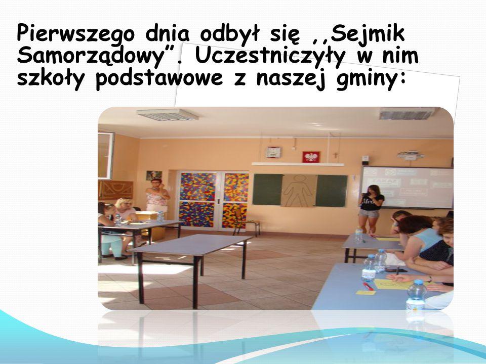 """Pierwszego dnia odbył się,,Sejmik Samorządowy"""". Uczestniczyły w nim szkoły podstawowe z naszej gminy:"""