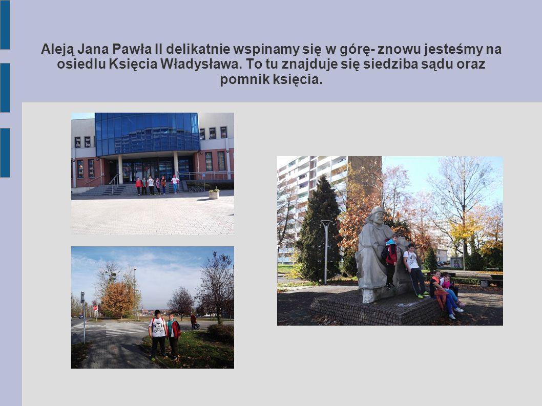 Aleją Jana Pawła II delikatnie wspinamy się w górę- znowu jesteśmy na osiedlu Księcia Władysława.