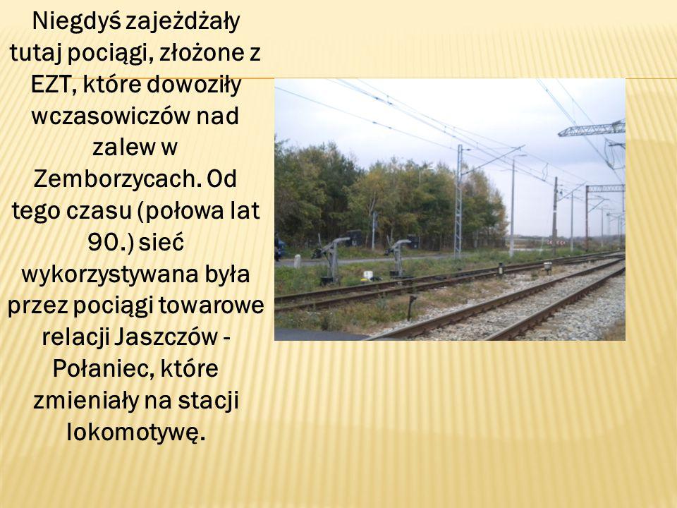Niegdyś zajeżdżały tutaj pociągi, złożone z EZT, które dowoziły wczasowiczów nad zalew w Zemborzycach.