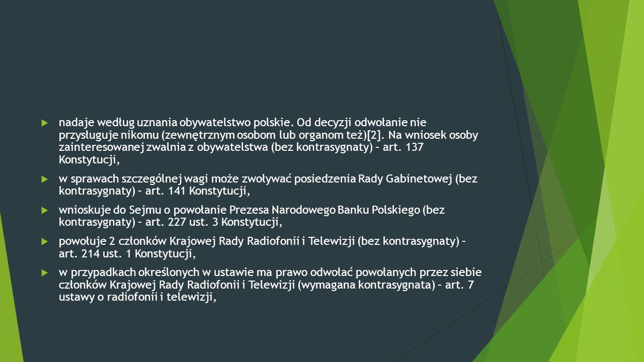  nadaje według uznania obywatelstwo polskie. Od decyzji odwołanie nie przysługuje nikomu (zewnętrznym osobom lub organom też)[2]. Na wniosek osoby za