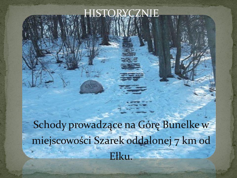 Schody prowadzące na Górę Bunelke w miejscowości Szarek oddalonej 7 km od Ełku. HISTORYCZNIE