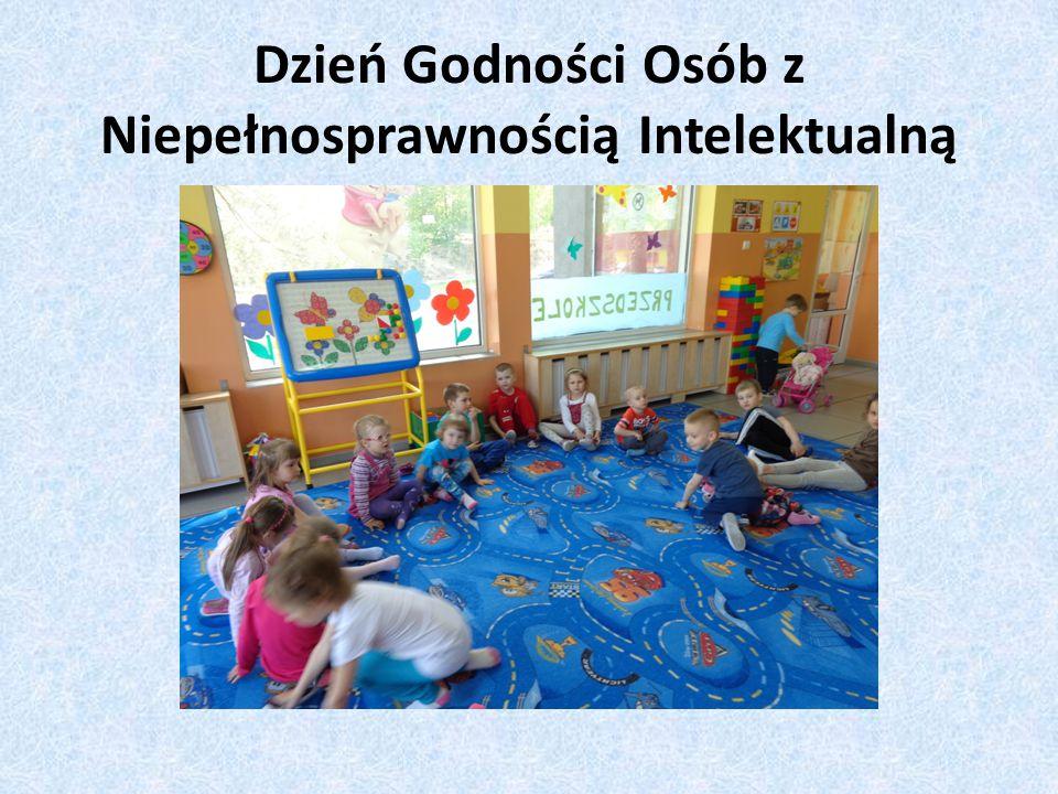 Tego dnia dzieci miały okazję zaprezentować wiersze i piosenki, a także przedstawienie Czerwonego Kapturka.
