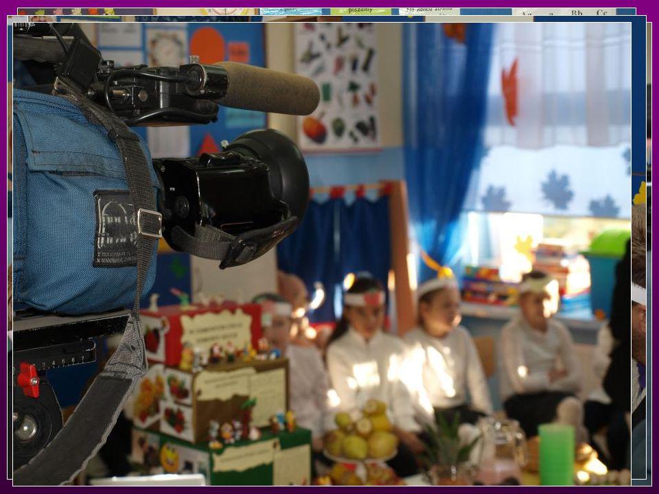 Wtorek 8 listopada Ś NIADANIE DAJE MOC Ca ł emu wydarzeniu z uwag ą przygl ą da ł a si ę ekipa lokalnej telewizji NTL.