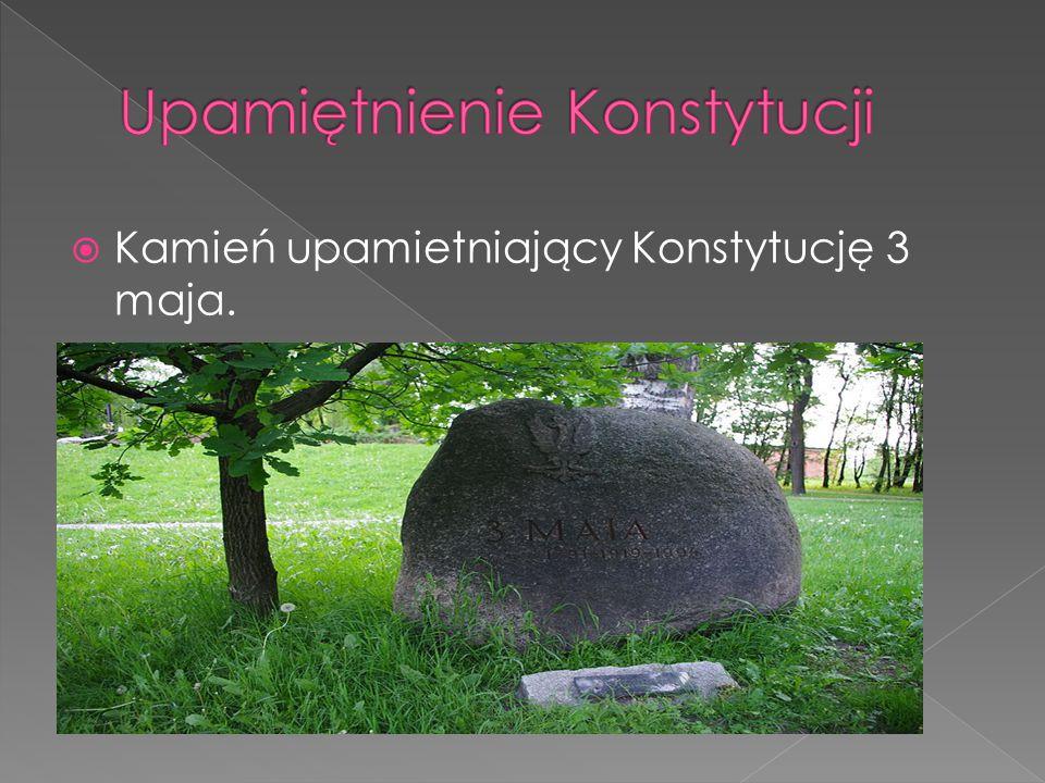  Kamień upamietniający Konstytucję 3 maja.