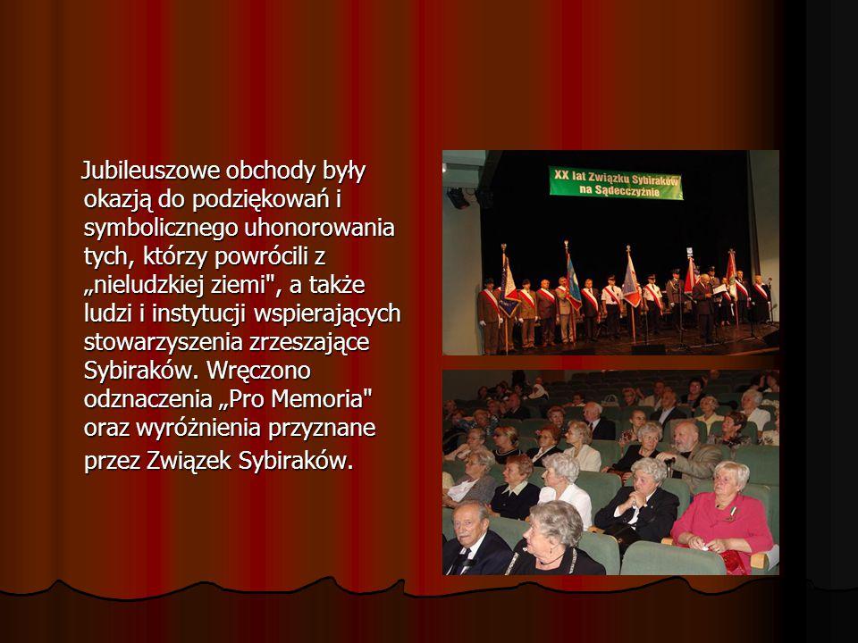 Starosta nowosądecki Jan Golonka uhonorował Złotym Jabłkiem Sądeckim Związek Sybiraków na Sądecczyźnie.