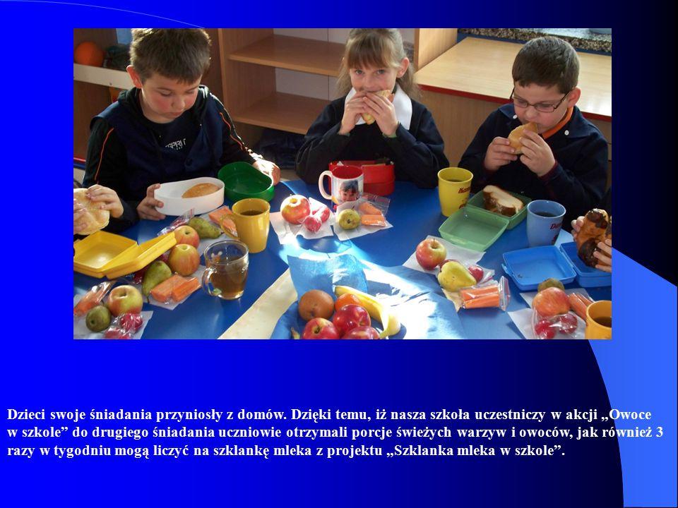 Do akcji włączyliśmy rodziców, którzy chętnie podjęli się współpracy – przygotowując i podając dzieciom herbatę