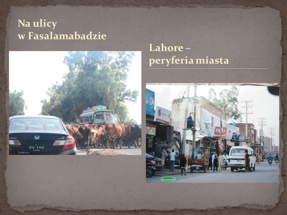 Na ulicy w Fasalamabadzie Lahore – peryferia miasta
