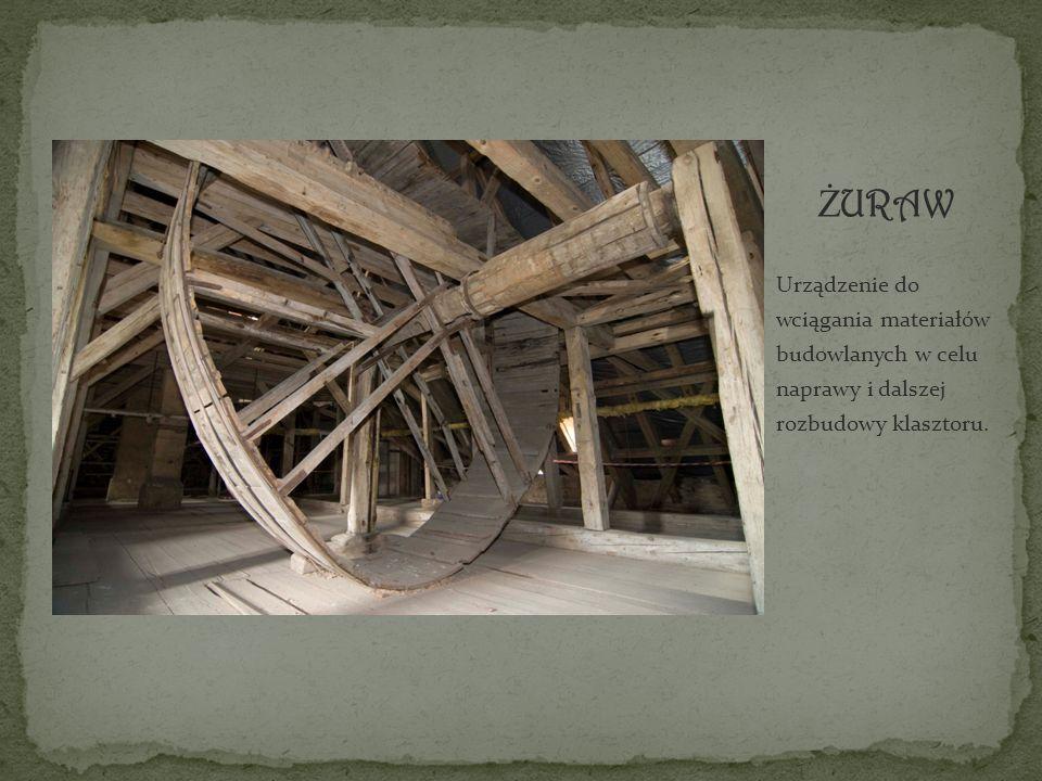 Urządzenie do wciągania materiałów budowlanych w celu naprawy i dalszej rozbudowy klasztoru.
