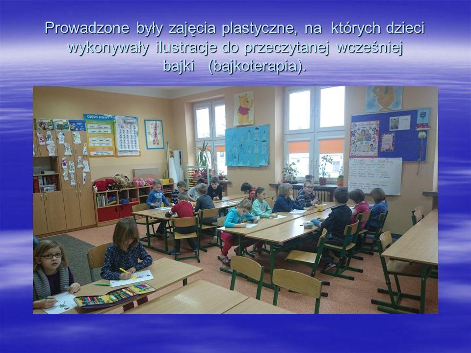 Prowadzone były zajęcia plastyczne, na których dzieci wykonywały ilustracje do przeczytanej wcześniej bajki (bajkoterapia).