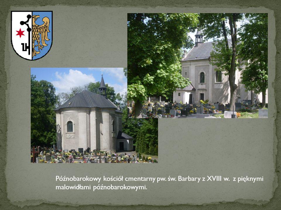 Późnobarokowy kościół cmentarny pw. św. Barbary z XVIII w. z pięknymi malowidłami późnobarokowymi.
