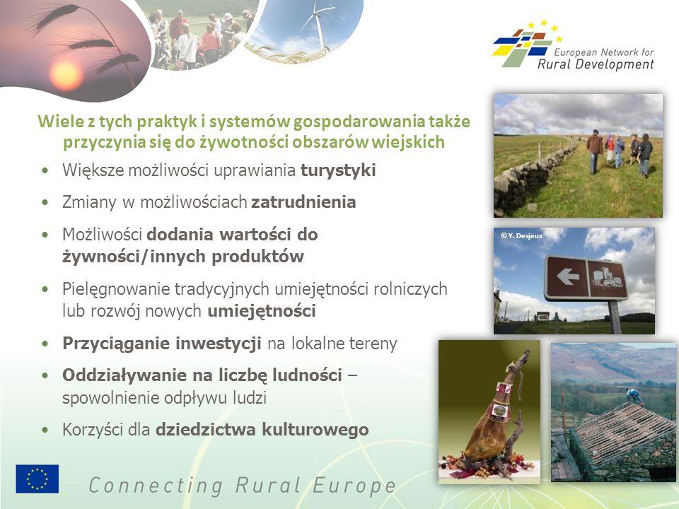 Wiele z tych praktyk i systemów gospodarowania także przyczynia się do żywotności obszarów wiejskich Większe możliwości uprawiania turystyki Zmiany w możliwościach zatrudnienia Możliwości dodania wartości do żywności/innych produktów Pielęgnowanie tradycyjnych umiejętności rolniczych lub rozwój nowych umiejętności Przyciąganie inwestycji na lokalne tereny Oddziaływanie na liczbę ludności – spowolnienie odpływu ludzi Korzyści dla dziedzictwa kulturowego © Y.