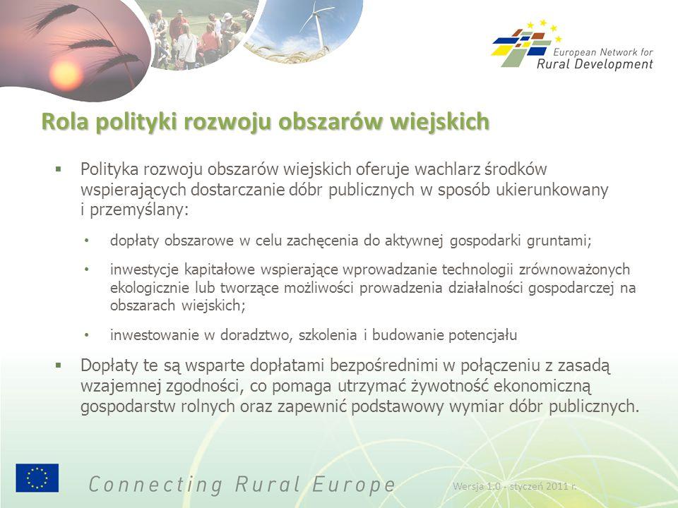 Rola polityki rozwoju obszarów wiejskich  Polityka rozwoju obszarów wiejskich oferuje wachlarz środków wspierających dostarczanie dóbr publicznych w sposób ukierunkowany i przemyślany: dopłaty obszarowe w celu zachęcenia do aktywnej gospodarki gruntami; inwestycje kapitałowe wspierające wprowadzanie technologii zrównoważonych ekologicznie lub tworzące możliwości prowadzenia działalności gospodarczej na obszarach wiejskich; inwestowanie w doradztwo, szkolenia i budowanie potencjału  Dopłaty te są wsparte dopłatami bezpośrednimi w połączeniu z zasadą wzajemnej zgodności, co pomaga utrzymać żywotność ekonomiczną gospodarstw rolnych oraz zapewnić podstawowy wymiar dóbr publicznych.