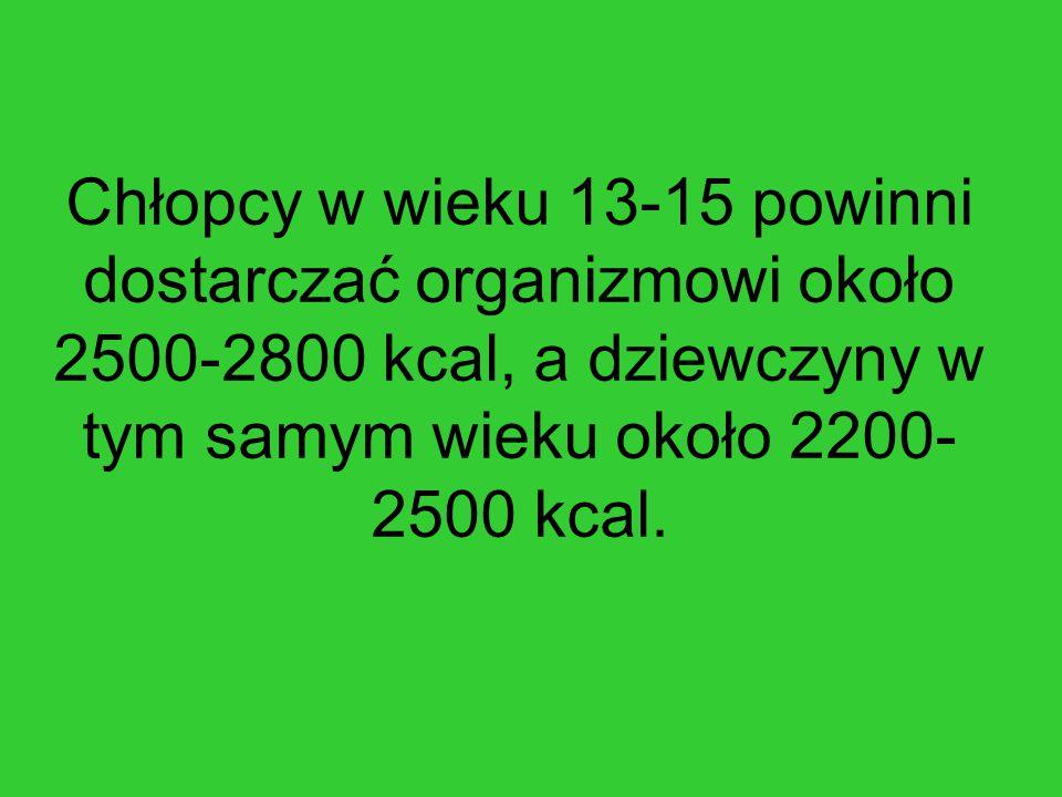 Chłopcy w wieku 13-15 powinni dostarczać organizmowi około 2500-2800 kcal, a dziewczyny w tym samym wieku około 2200- 2500 kcal.