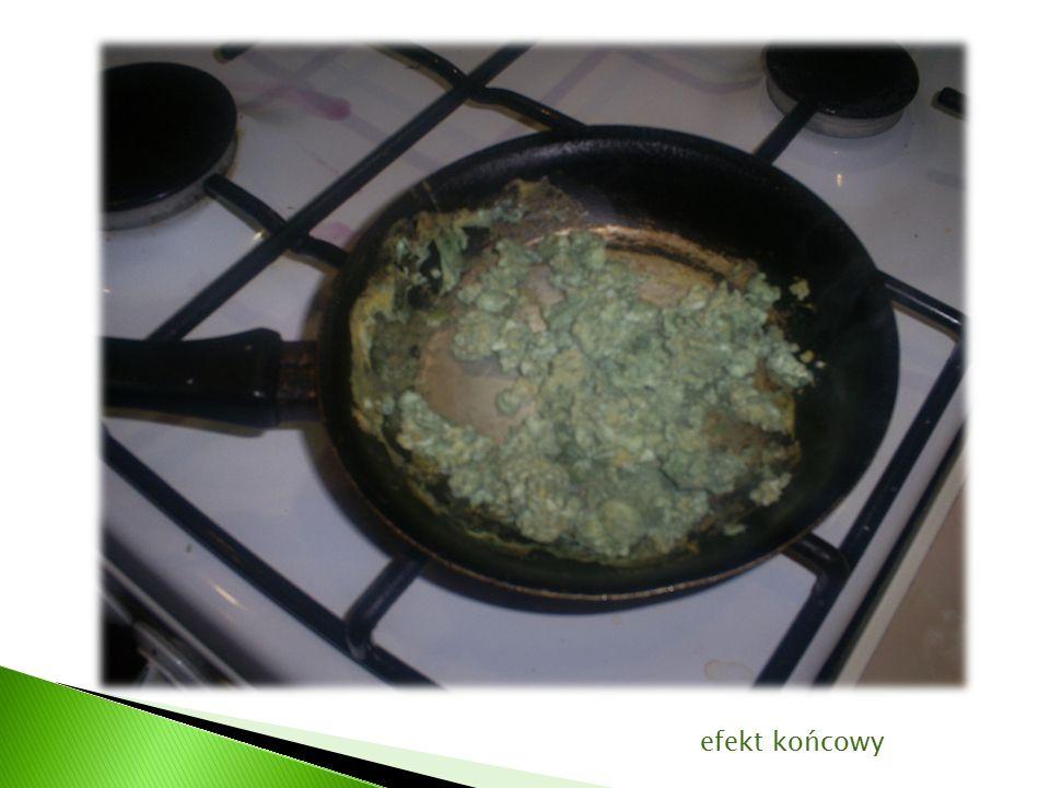 Jajecznica zmieniła barwę na zieloną.