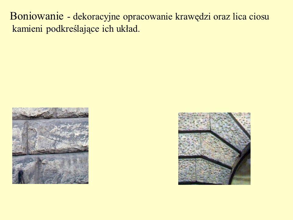 Boniowanie - dekoracyjne opracowanie krawędzi oraz lica ciosu kamieni podkreślające ich układ.