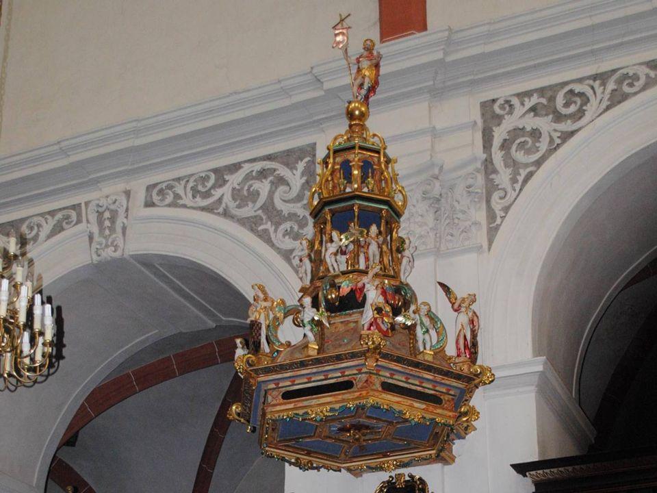 Ambona zbudowana w roku 1605 to zabytek klasy europejskiej. W 1621 r. zostaje podwyższona wieża kościelna.