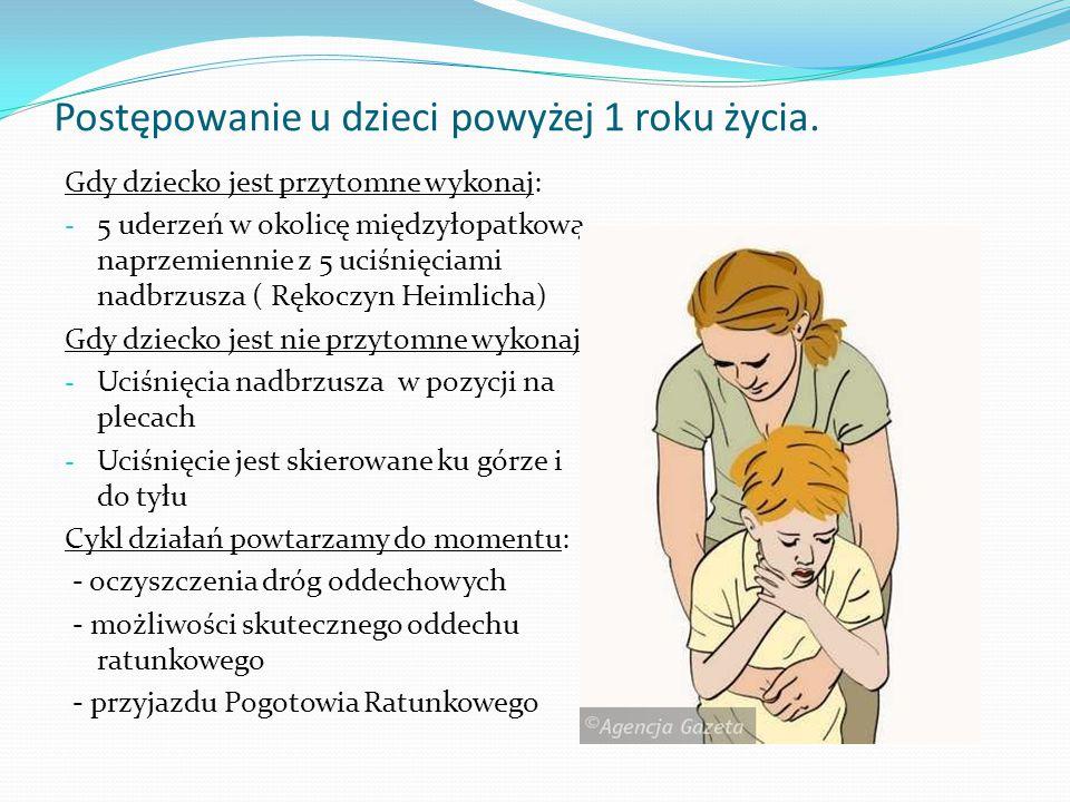 Postępowanie u dzieci powyżej 1 roku życia. Gdy dziecko jest przytomne wykonaj: - 5 uderzeń w okolicę międzyłopatkową naprzemiennie z 5 uciśnięciami n