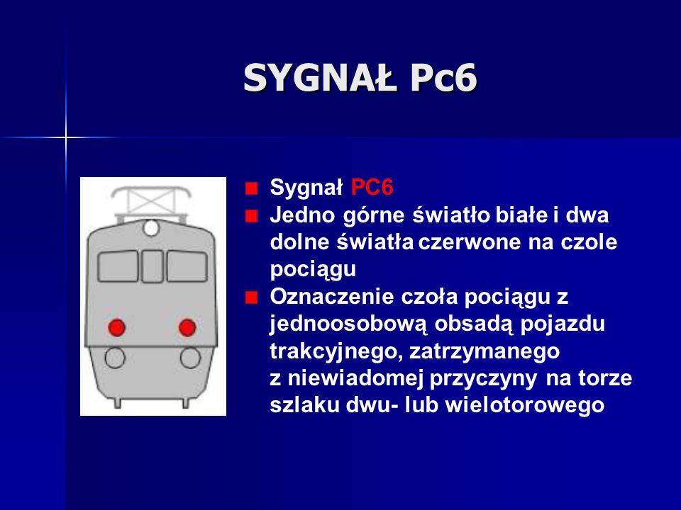 SYGNAŁ Pc6 Sygnał PC6 Jedno górne światło białe i dwa dolne światła czerwone na czole pociągu Oznaczenie czoła pociągu z jednoosobową obsadą pojazdu t