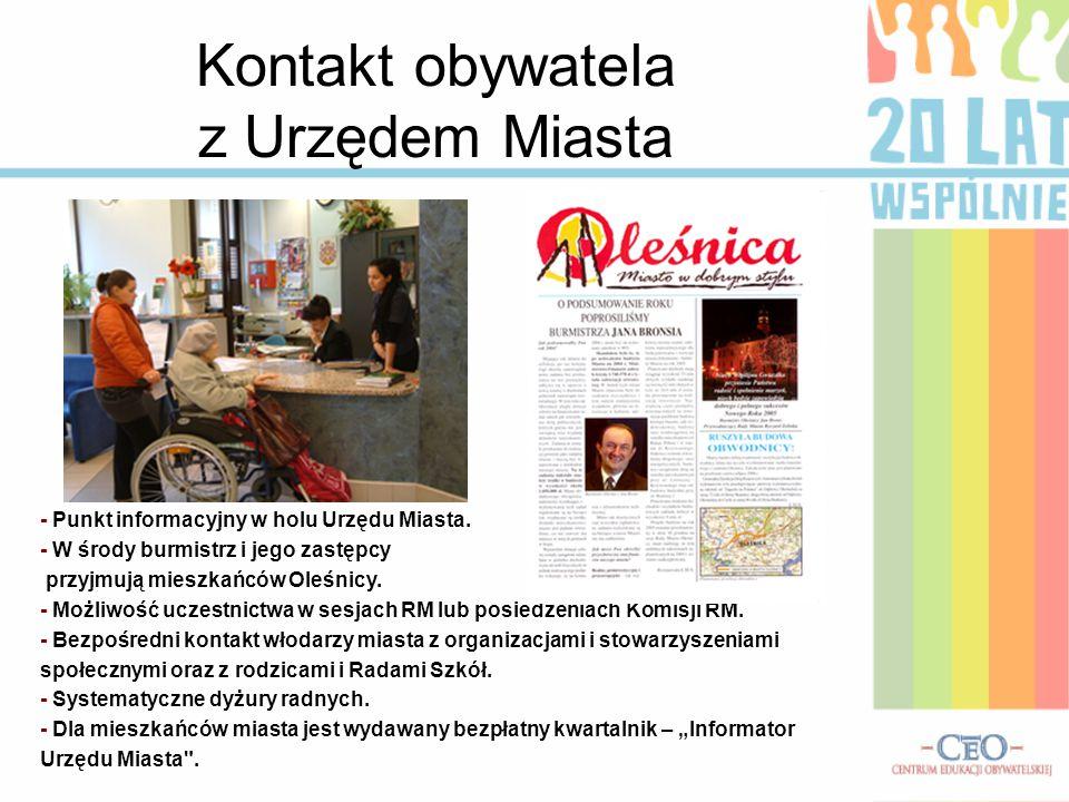 Kontakt obywatela z Urzędem Miasta - Punkt informacyjny w holu Urzędu Miasta.