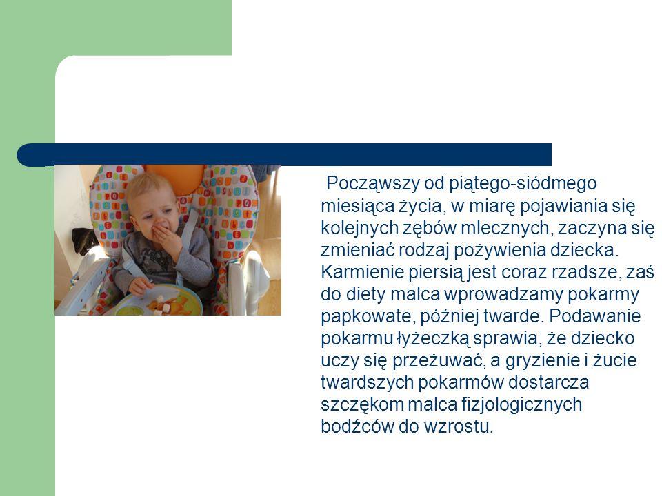 Począwszy od piątego-siódmego miesiąca życia, w miarę pojawiania się kolejnych zębów mlecznych, zaczyna się zmieniać rodzaj pożywienia dziecka. Karmie