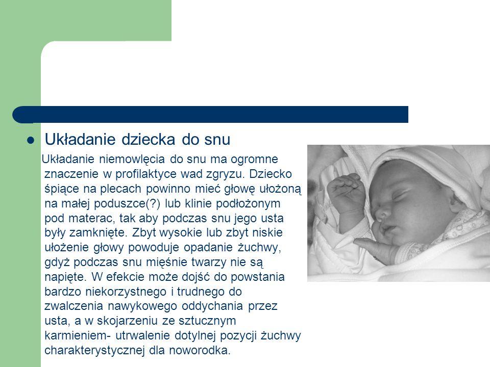 Układanie dziecka do snu Układanie niemowlęcia do snu ma ogromne znaczenie w profilaktyce wad zgryzu. Dziecko śpiące na plecach powinno mieć głowę uło