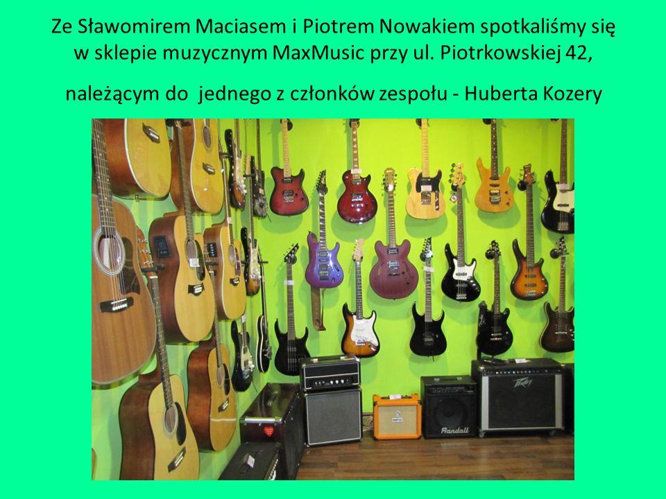 Ze Sławomirem Maciasem i Piotrem Nowakiem spotkaliśmy się w sklepie muzycznym MaxMusic przy ul. Piotrkowskiej 42, należącym do jednego z członków zesp