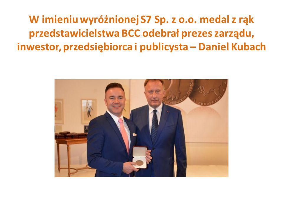 W imieniu wyróżnionej S7 Sp. z o.o. medal z rąk przedstawicielstwa BCC odebrał prezes zarządu, inwestor, przedsiębiorca i publicysta – Daniel Kubach