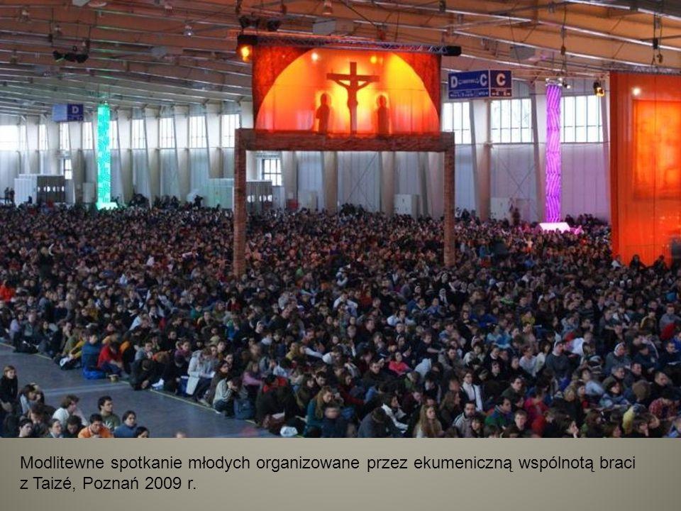 Modlitewne spotkanie młodych organizowane przez ekumeniczną wspólnotą braci z Taizé, Poznań 2009 r.