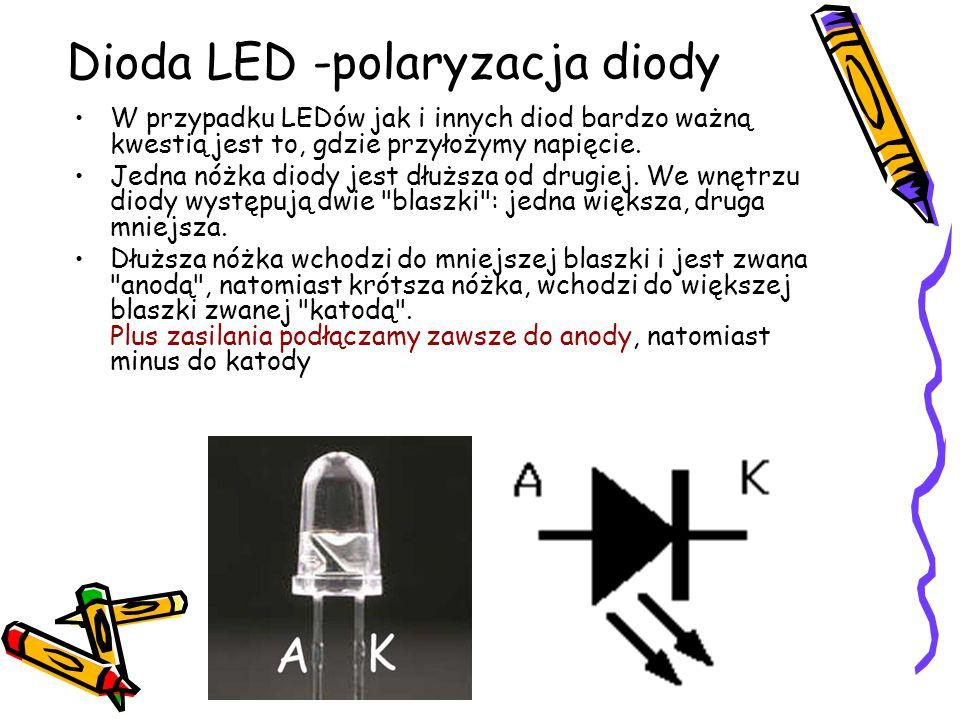 W przypadku LEDów jak i innych diod bardzo ważną kwestią jest to, gdzie przyłożymy napięcie. Jedna nóżka diody jest dłuższa od drugiej. We wnętrzu dio
